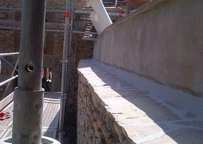 Réparation d'un mur en pierre
